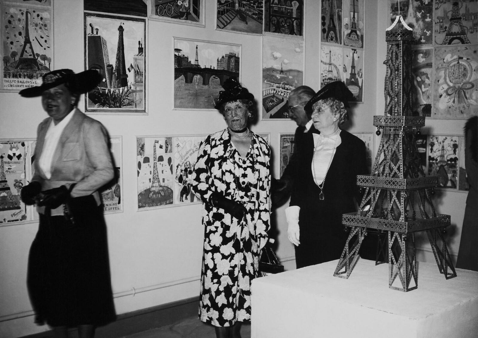 19. 1939. Выставка к пятидесятилетию Эйфелевой башни в Париже 10 июня