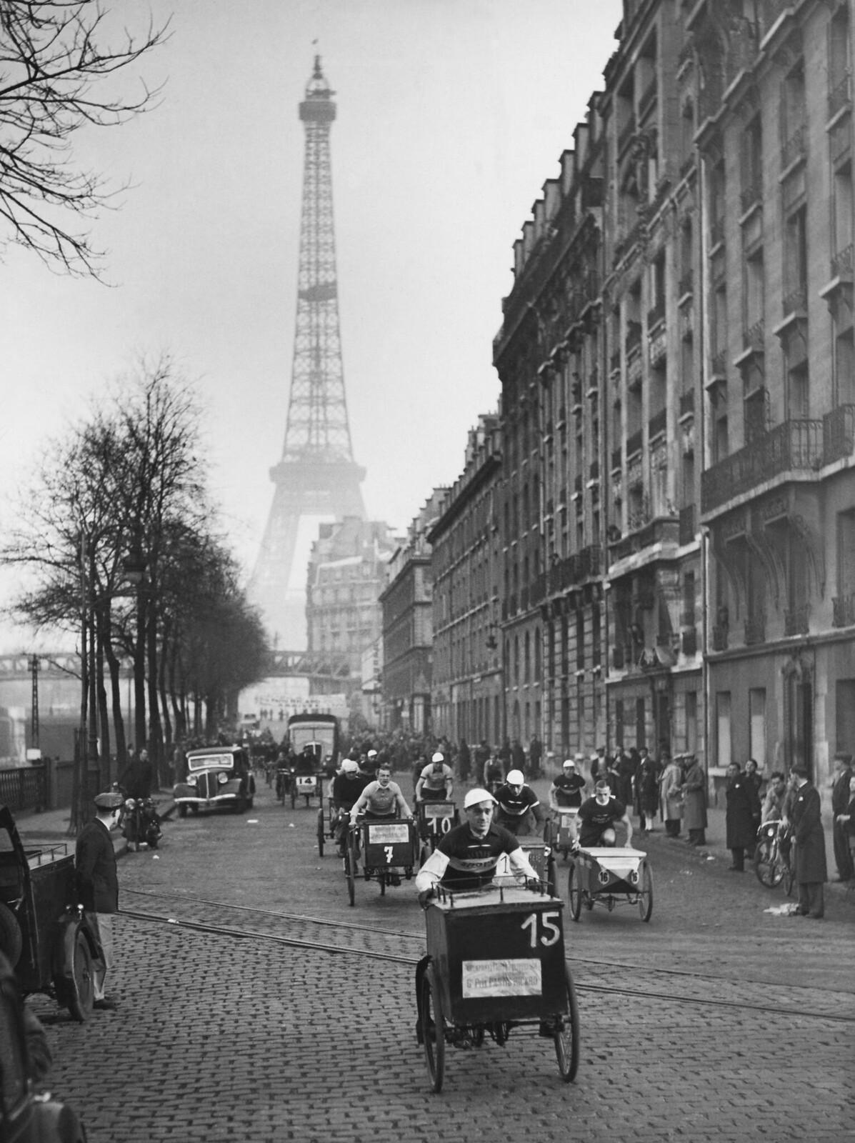 07. 1938. Финиш гонки на трехколесных велосипедах в Париже, Франция, 20 ноября