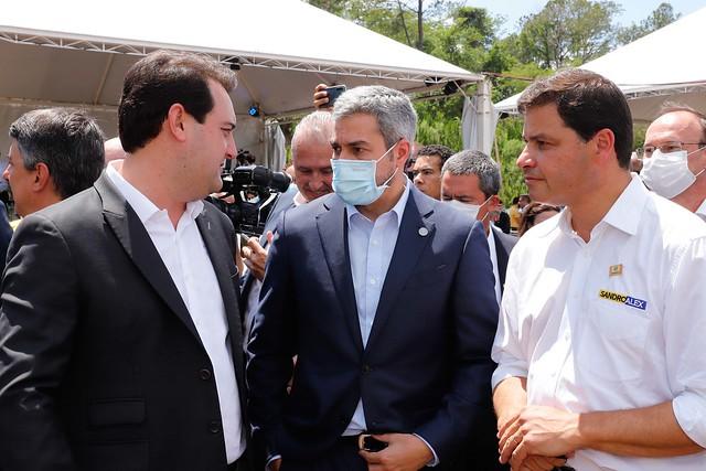 Bolsonaro, Mario Benítez e Ratinho vistoriam obras da Ponte de Integração Brasil-Paraguai