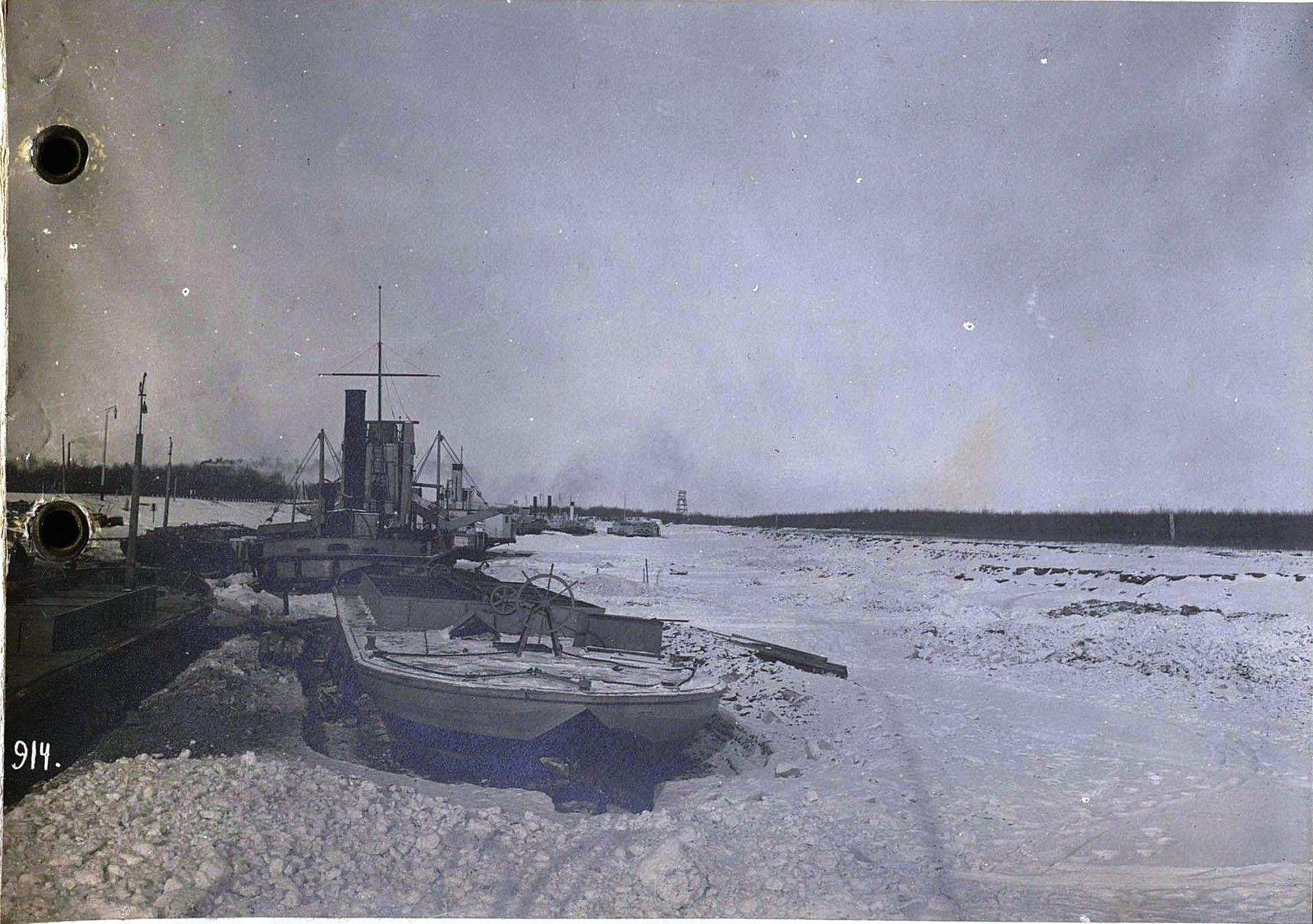 914. Корабли на зимней стоянке