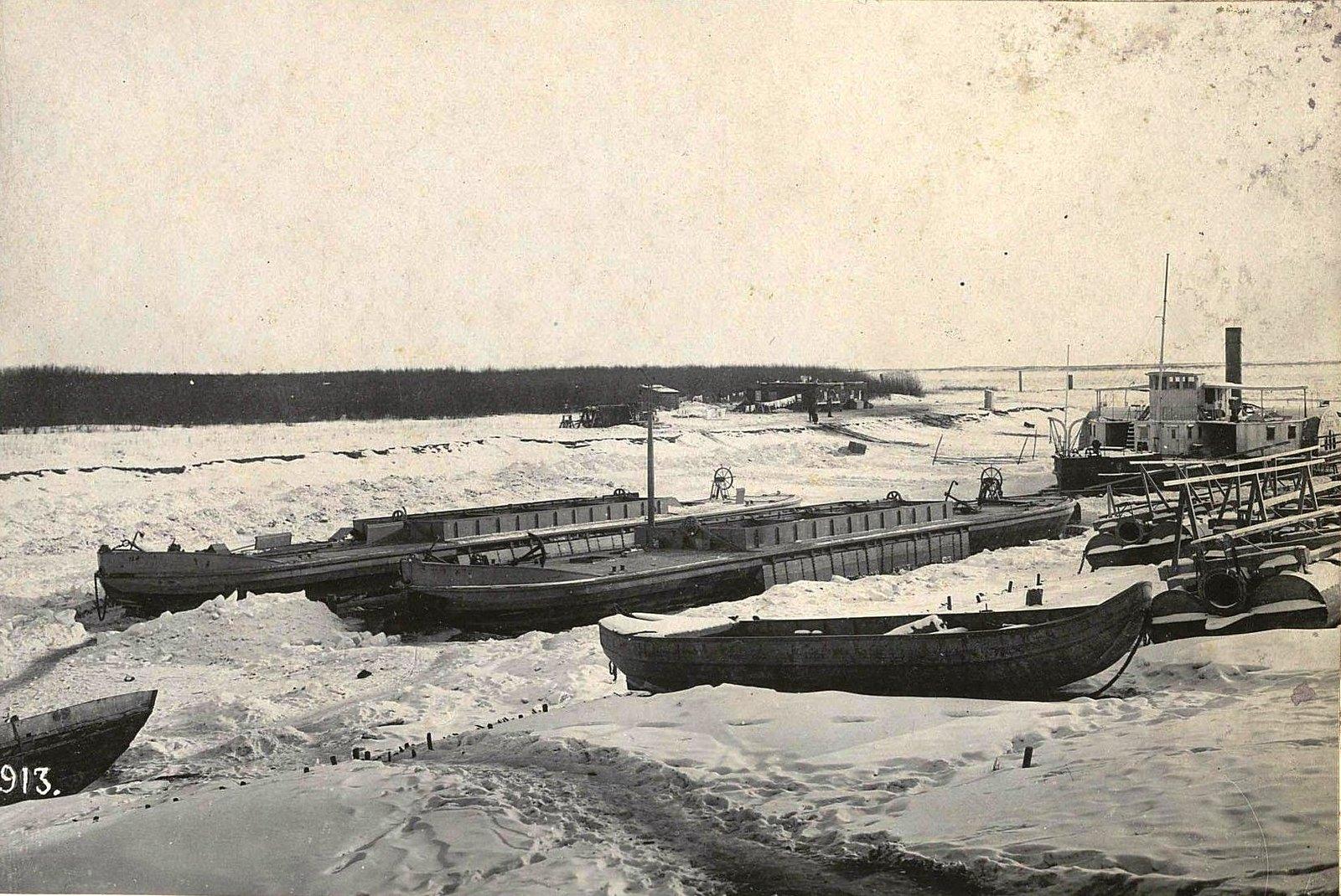 913. Корабли на зимней стоянке