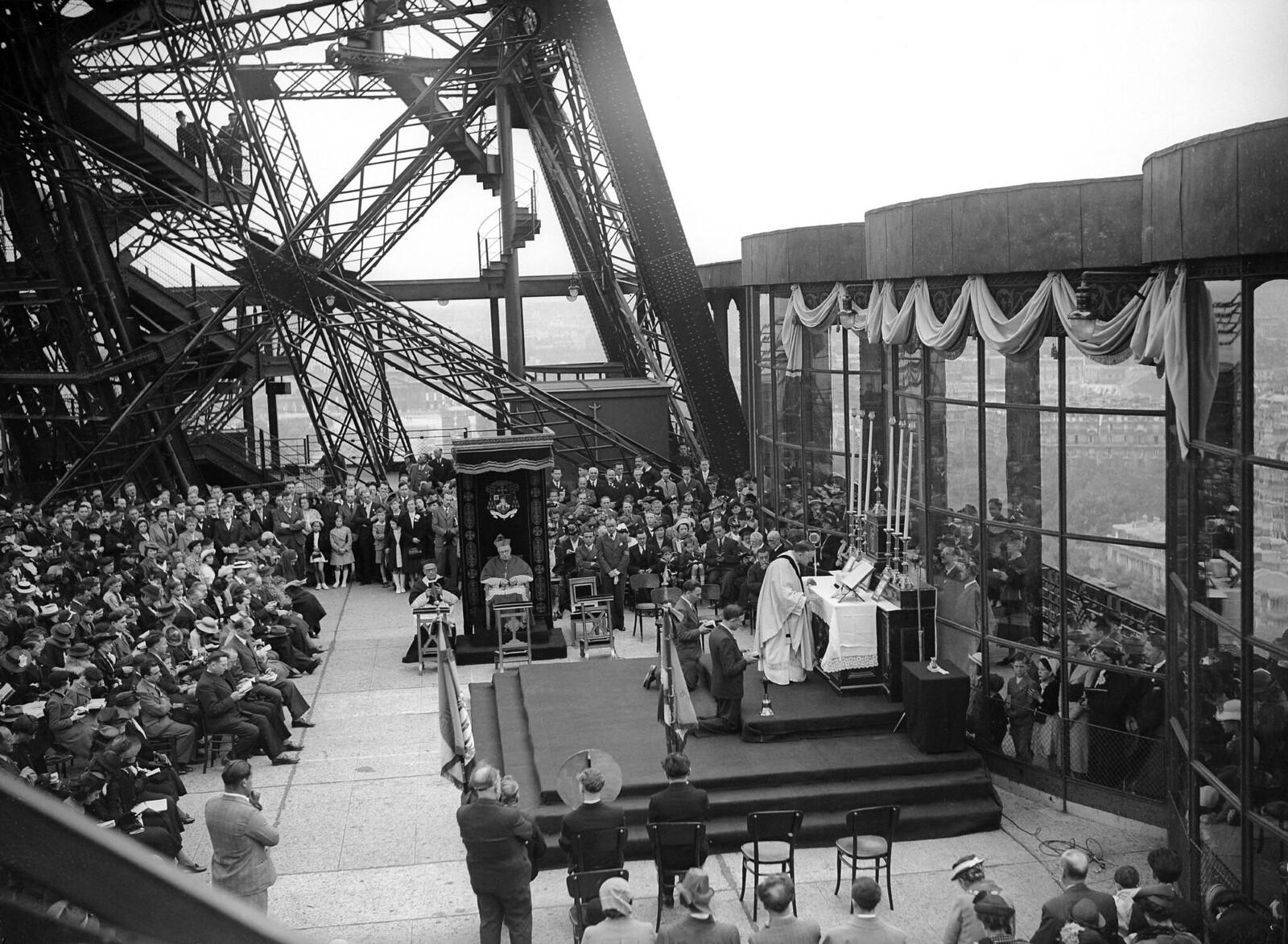 16. 1939. Месса у Эйфелевой башни