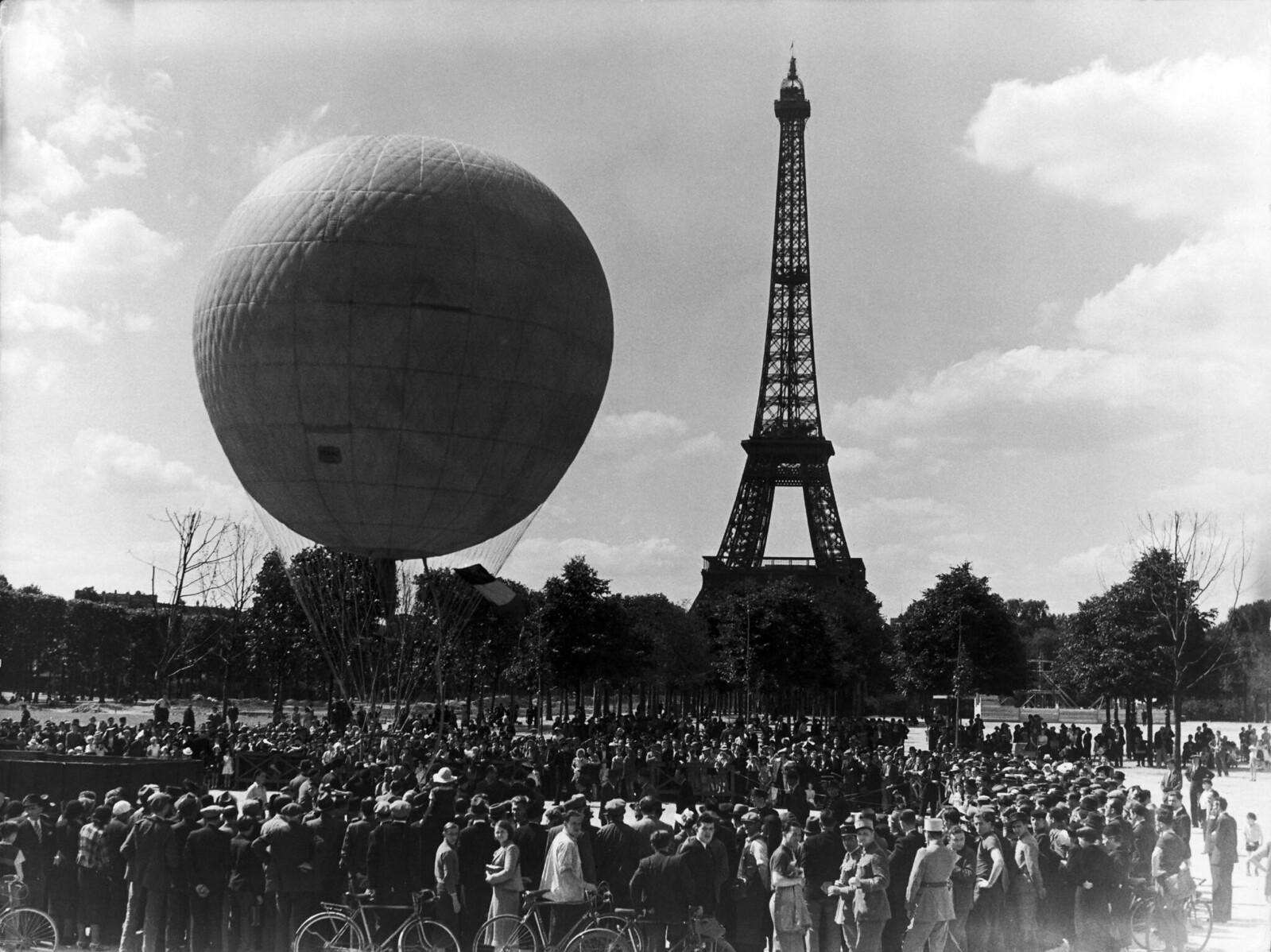 11. 1939. 50-летие Эйфелевой башни