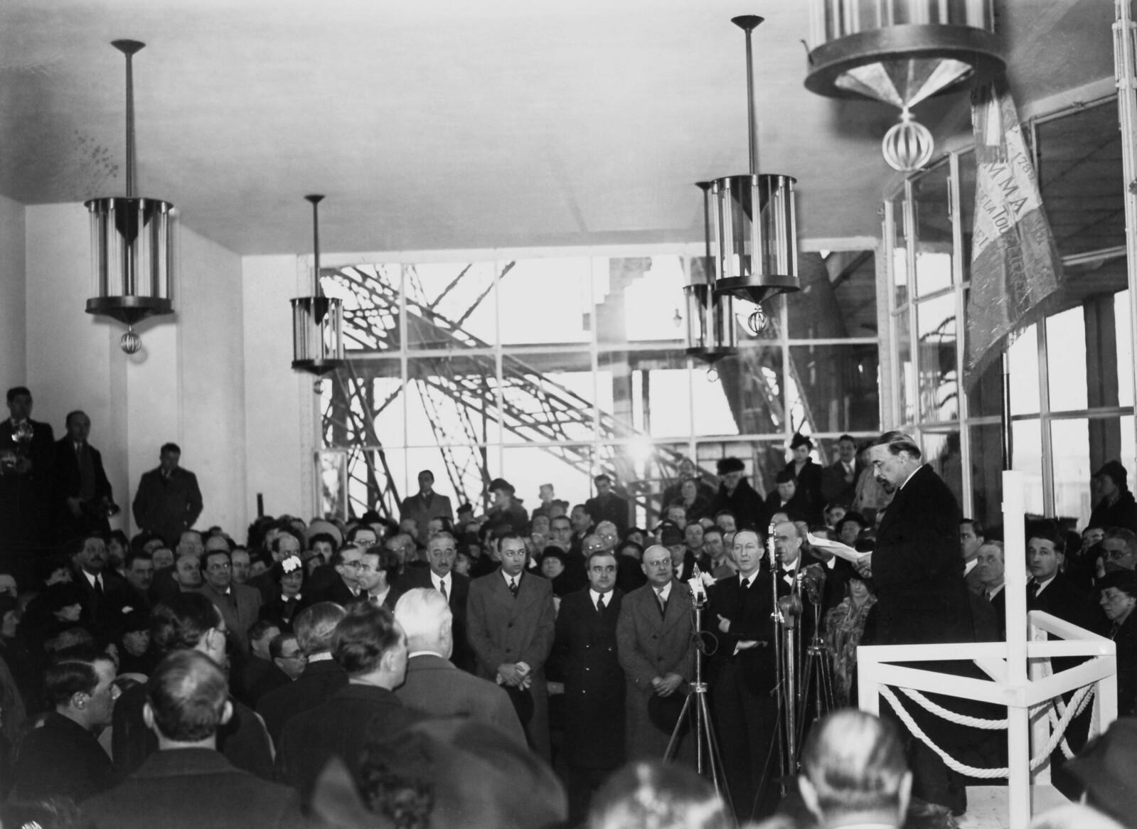 18. 1939. 50-летие Эйфелевой башни, торжественная церемония 29 марта