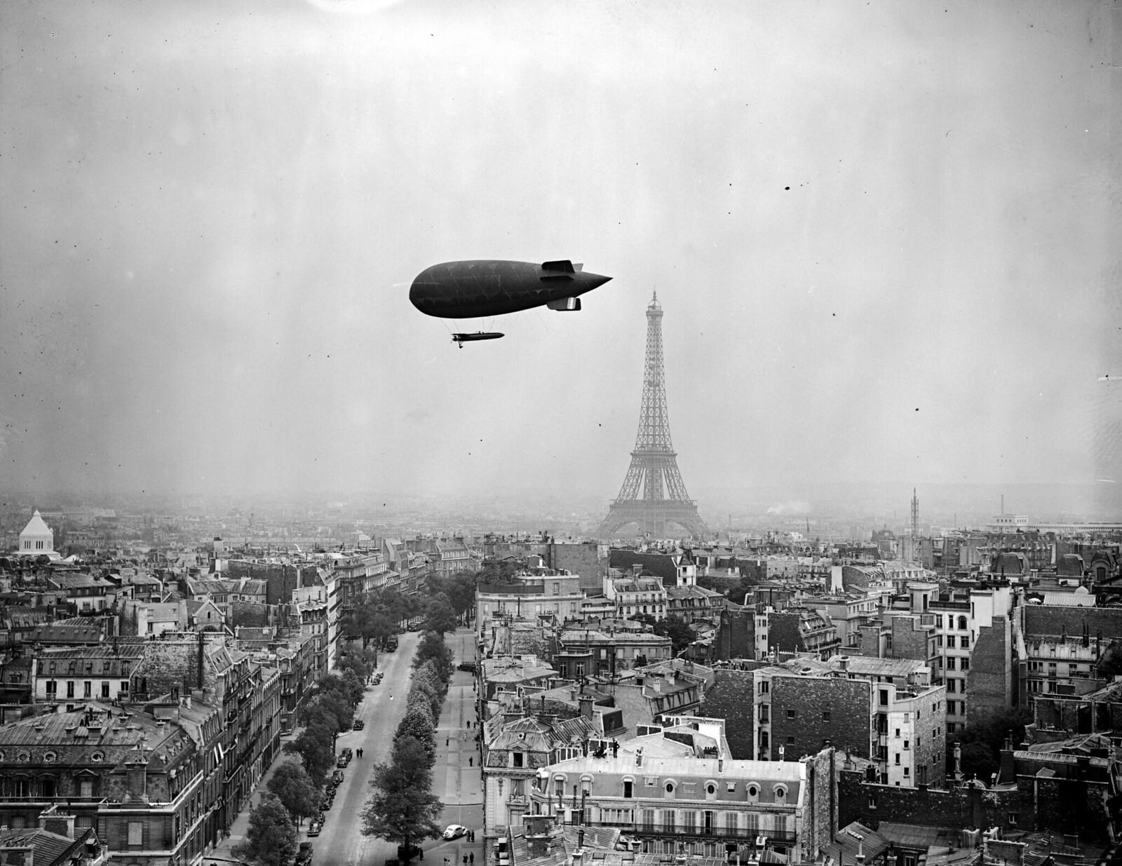 01. 1938. Дирижабль над Парижем и Эйфелевая башня