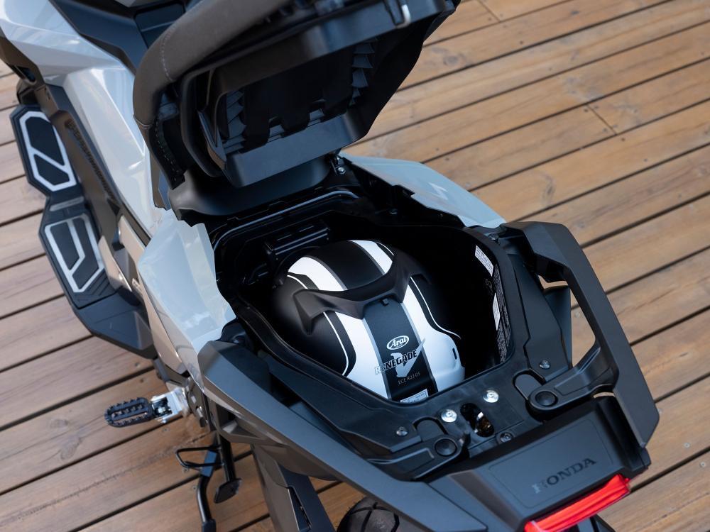 New Honda X-ADV 2021 Compartment