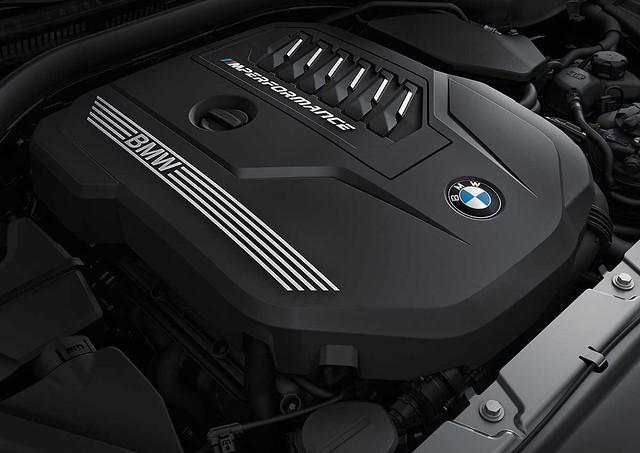 [新聞照片十二] 性能代表BMW M440i xDrive引擎蓋下植入3.0升TwinPower Turbo汽油直列6汽缸汽油引擎,造就0到100公里每小時僅需4.5秒的爆發力,完整傳遞BMW純粹駕馭樂趣