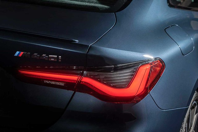 [新聞照片六] 精雕細琢的立體腰線與充滿張力的車肩曲線,搭配3D立體LED尾燈,為BMW雙門跑車全新世代設計寫下完美註解