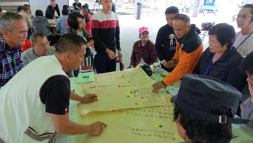28日德卡倫部落獵人共識會議採公民咖啡館形式,鼓勵族人表達,也從中尋找族人最在意的是什麼。賴品瑀攝。