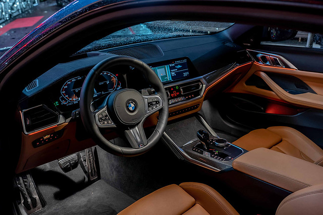 [新聞照片九] 新世代座艙設計將12.3吋虛擬數位儀錶巧妙結合10.25吋中控觸控螢幕,並導入智慧語音助理2.0,讓車輛成為您最好的個人助理