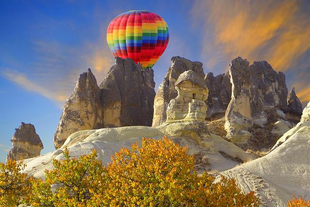 Sonbahar renkleri ve renkli balon