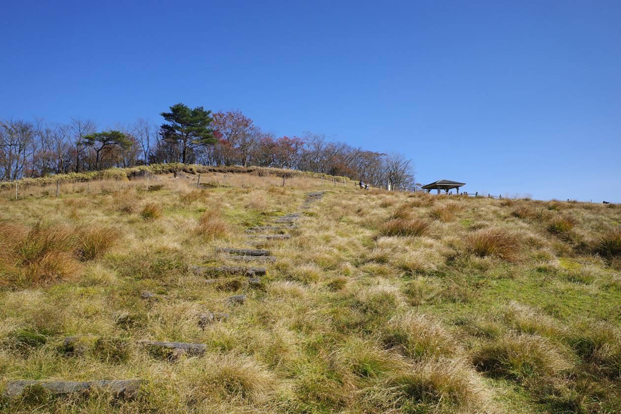 【日光】牧場の中にある大山山頂