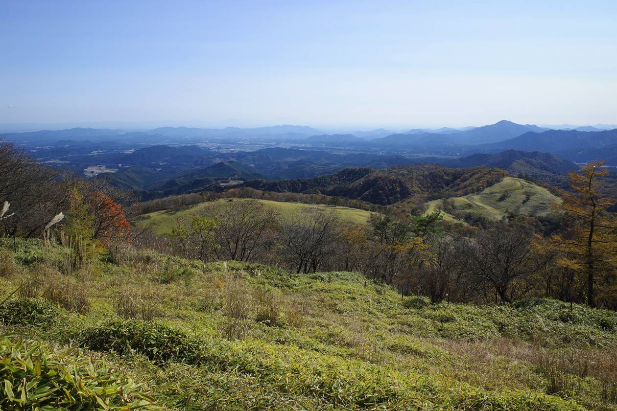 日光・大山山頂から眺める歩いてきた稜線