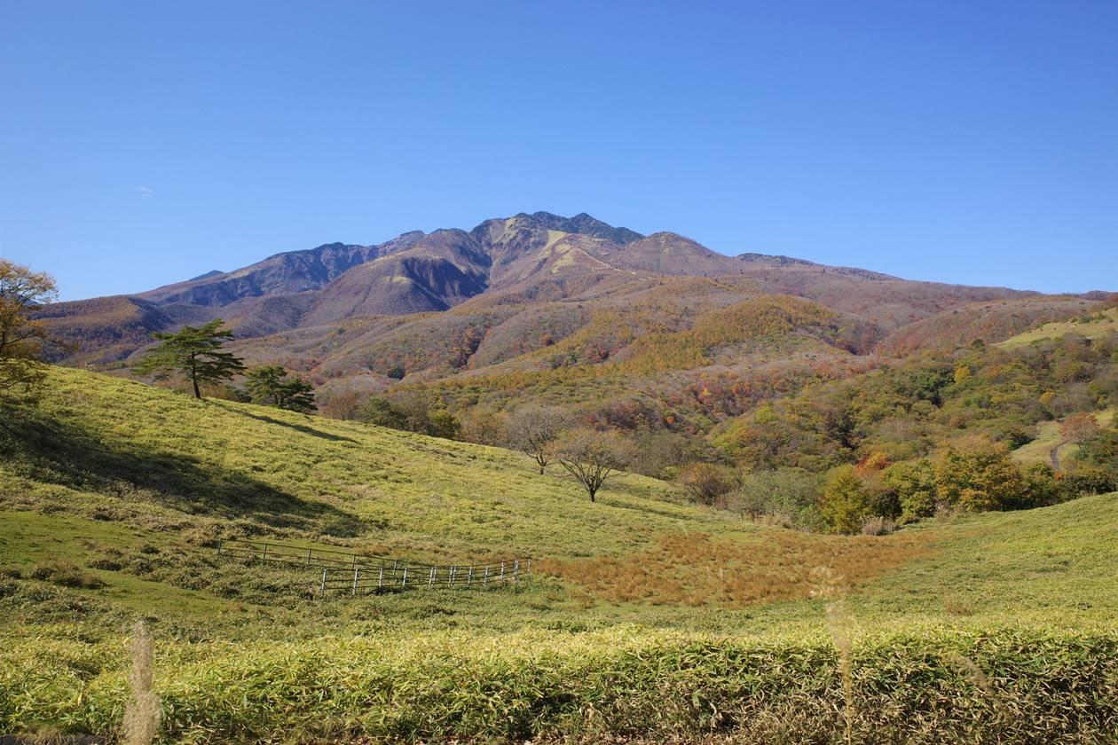 日光・大山登山 猫ノ平から眺める赤薙山~女峰山