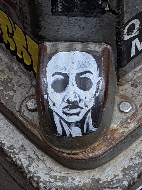 Lamppost Face
