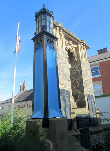 Ashby de la Zouch, War Memorial Plus Lantern