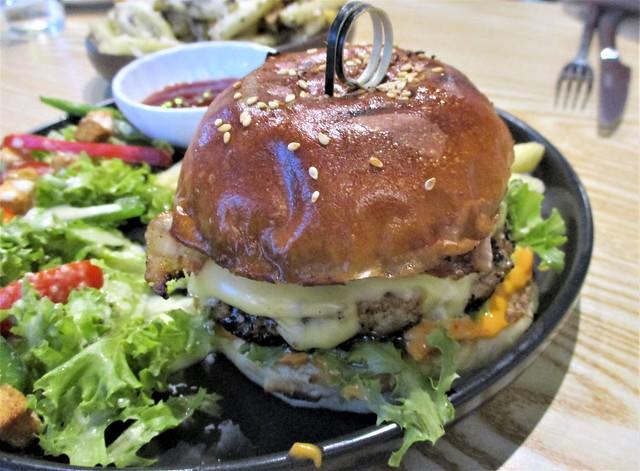 Hideout prok burger