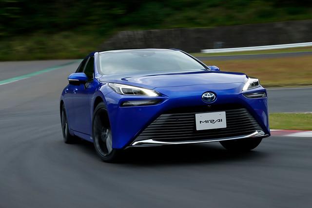 Toyota-Mirai-1