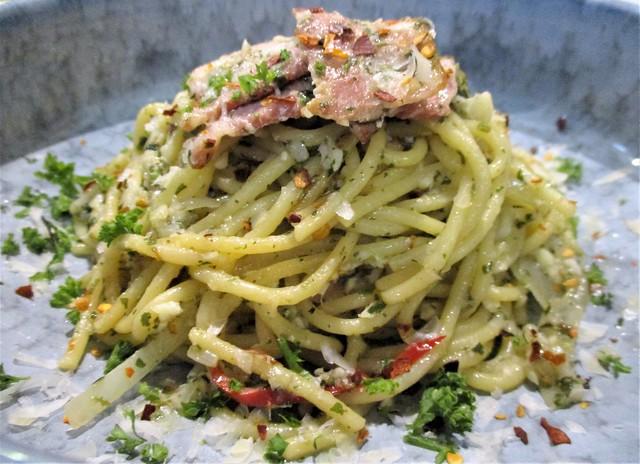 Hideout aglio olio bacon pasta