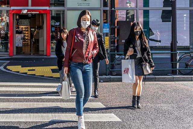 At the Takeshitaguchi Intersection in Harajuku : 原宿 竹下口交差点にて