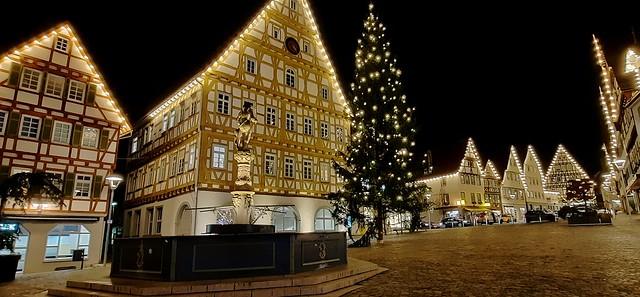 Germany , weihnachtlich geschmückter Marktplatz am Abend in Leonberg , 13215