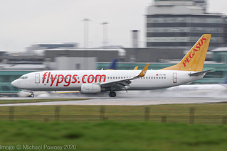 TC-IZI - 2007 build Boeing B737-8GJ, arriving on a saturated Runway 23R at Manchester