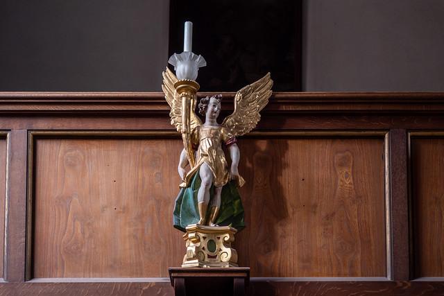 Augsburg, Fuggerei: Leuchterengel An der Orgelempore der Markuskirche - Candlestick angel on the parapet of the organ balcony of St. Mark's Church