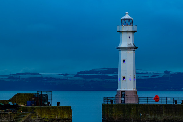 Newhaven Harbour Lighhoose (Edinburgh) 03/12/2020.