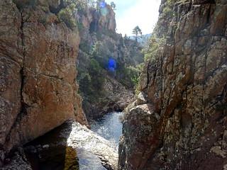 Le seuil rocheux et les deux vasques amont et aval