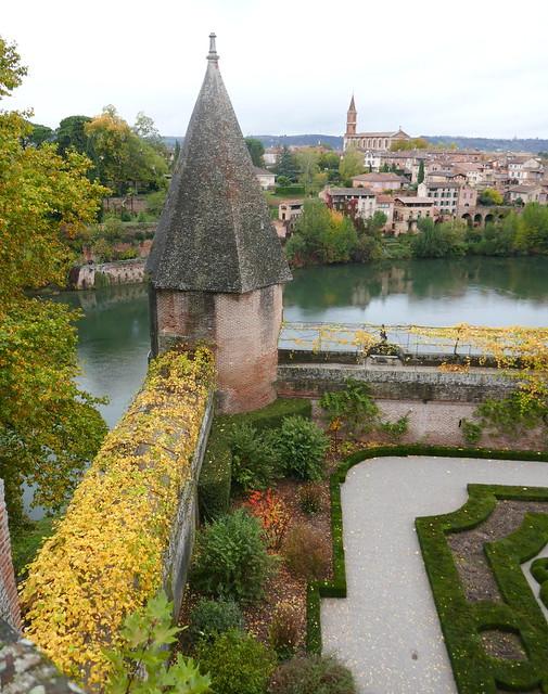 Tour de la Rivière, jardins de la Berbie et le Tarn, Albi, Tarn, Occitanie.