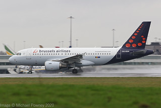 OO-SSA - 2004 build Airbus A319-111, rolling for departure at a saturated Manchester