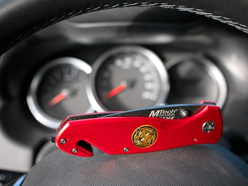nóż ratowniczy