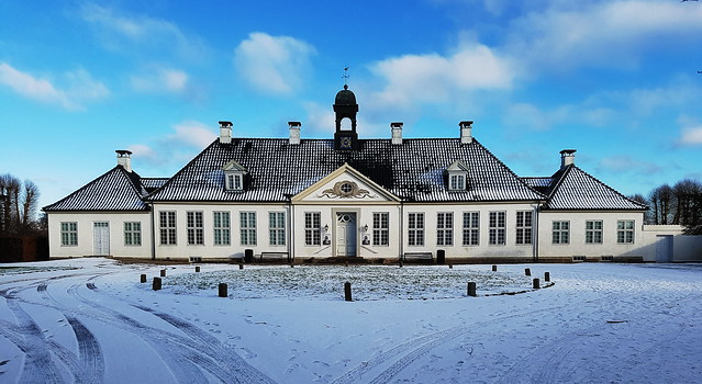 Gammel Holtegaard (1757) - Art gallery for new and older art - Gammel Holte - Zealand - Denmark