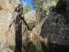 Canyon de Lora : arrivée au seuil rocheux et la grande vasque-cascade au-dessus