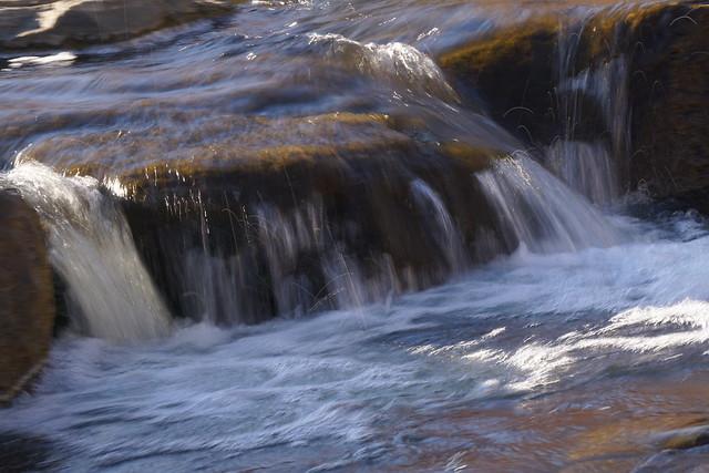 Bouncing waters