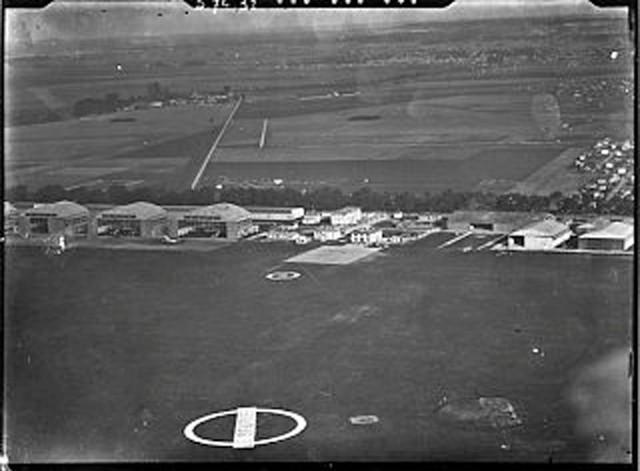 Vue aérienne des hangars CAF Le Bourget 1924