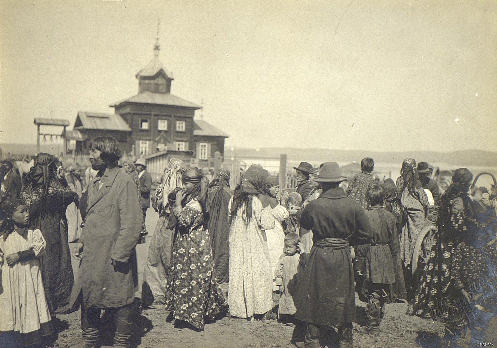 На празднике в русском поселке
