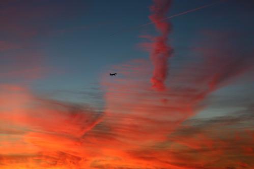 lisboa santacatarina sky sunset clouds red blue colors landing city portugal plane airplane