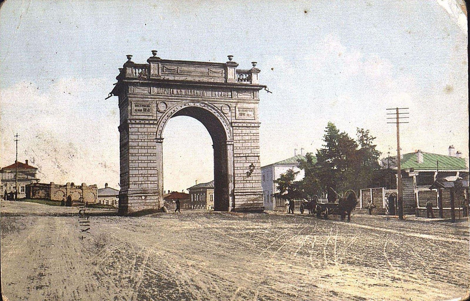 12. Амурские ворота на стыке улиц Амурской и Преображенской