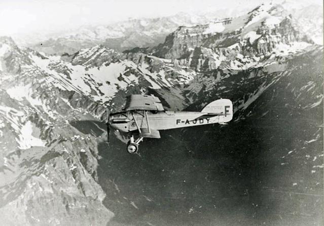 Aéropostale traversant les Andes avion biplan montagnes