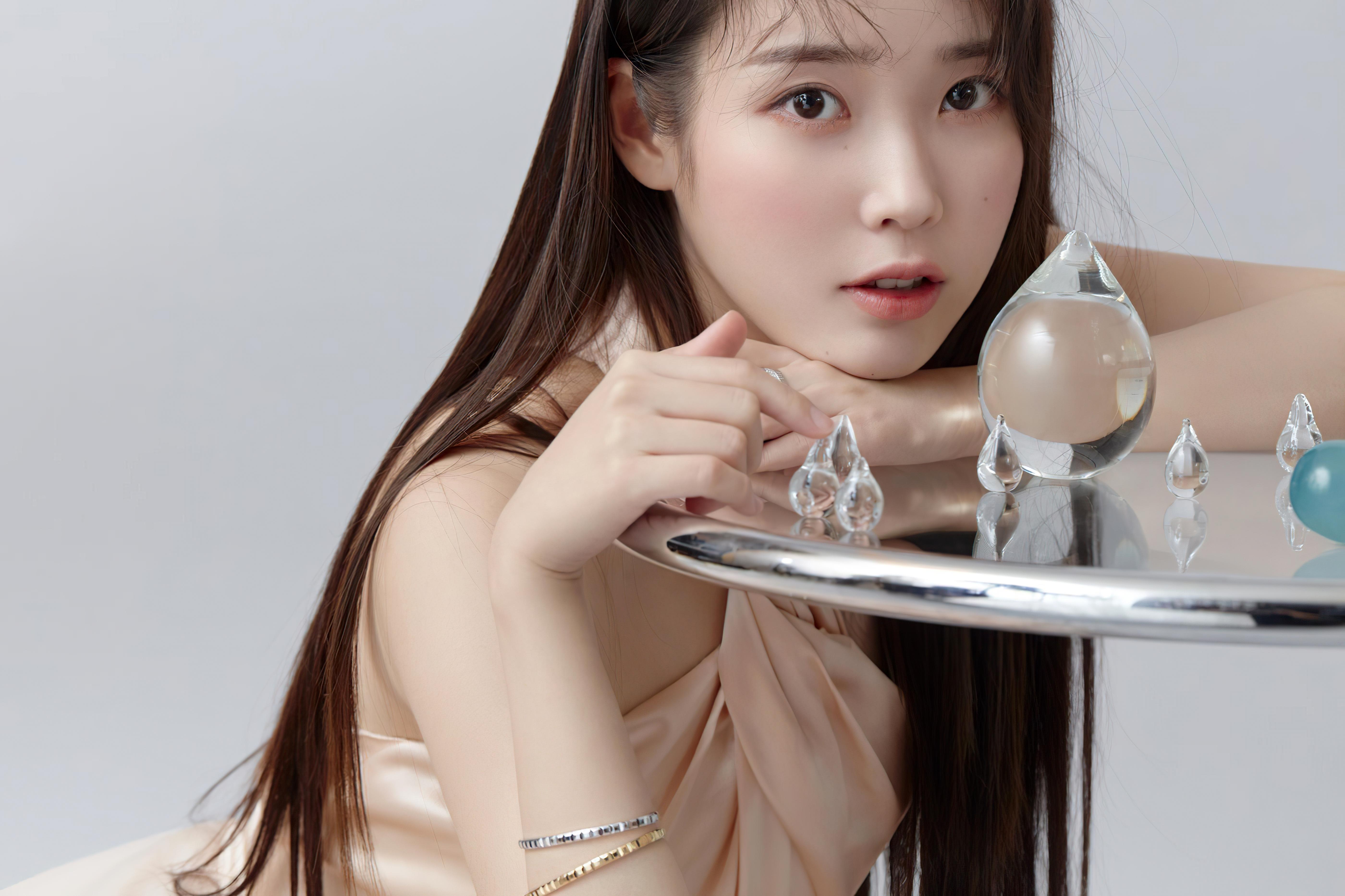 IU (아이유) / Lee Ji Eun (이지은)