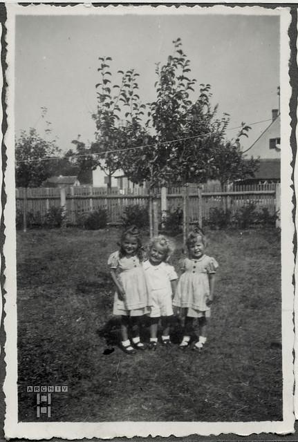 ArchivTappenZAl2a768 Drei Mädchen, 1930er