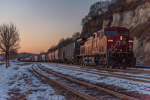 cp canadianpacific railroad train manifest ac4400cw drf44 daytonsbluff westhoffman snow dusk sunset twilight hues track stpaul minnesota