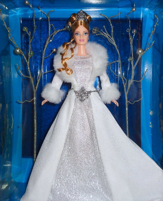 2003 Holiday Visions Winter Fantasy Barbie (2)