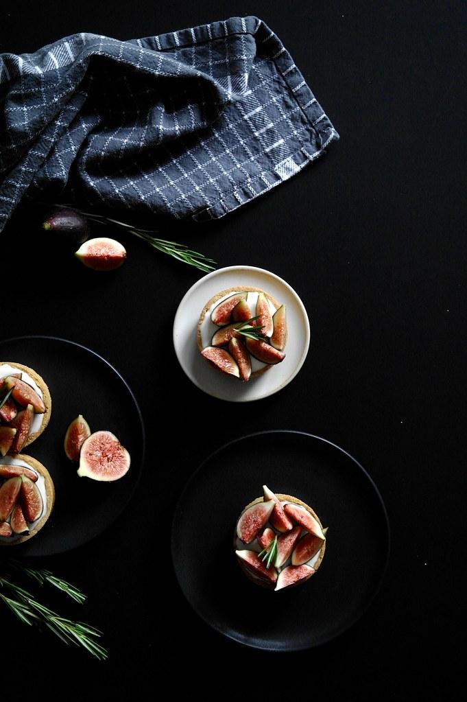 fig mascarpone mousse tarts