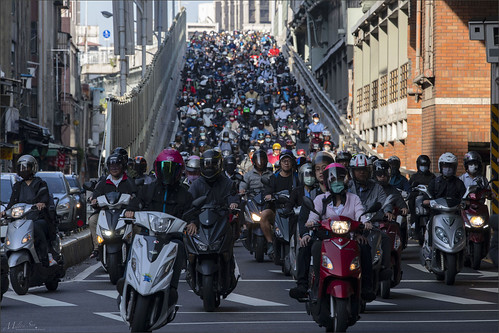 streetsnapping cityscape traffic sunrise morning bridge taipei taiwan trafficjams heavytraffic motorcycle
