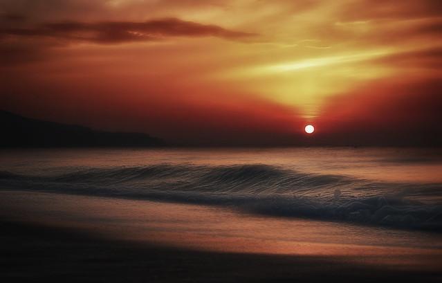 Rising sun. Sol naciente.