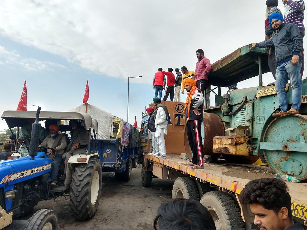 Crossing the border into Haryana from Punjab at Shambhu border on November 26. Image by Manu Moudgil