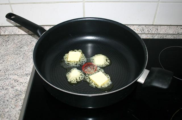 05 - Melt butter / Butter zerlassen
