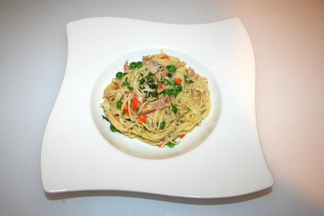 27 - Creamy ham bacon pasta - Served / Cremige Schinken-Speck-Nudeln - Serviert